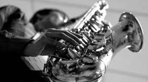 под волшебство звуков саксофона на свдаьбе