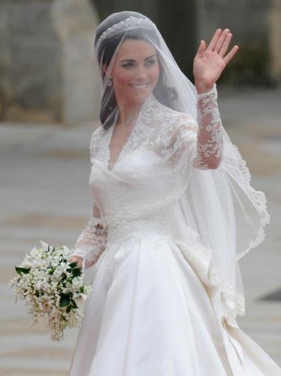 Как поднять на руки в свадебном платье