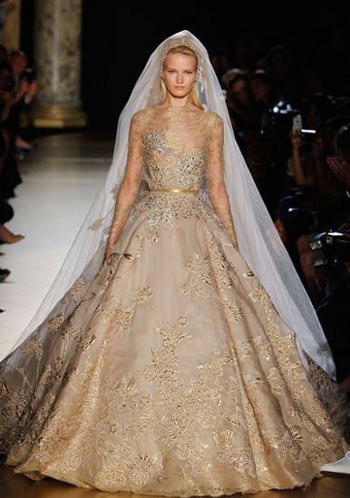 Золотое платье кружевом