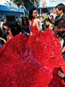 свадебное платье из роз