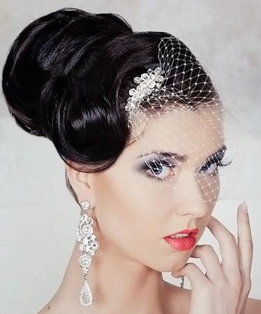 Свадебная причёска на короткие волосы с фатой