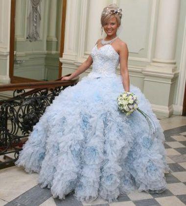 Выбираем голубое свадебное платье