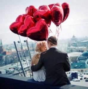 жених и невеста с шариками