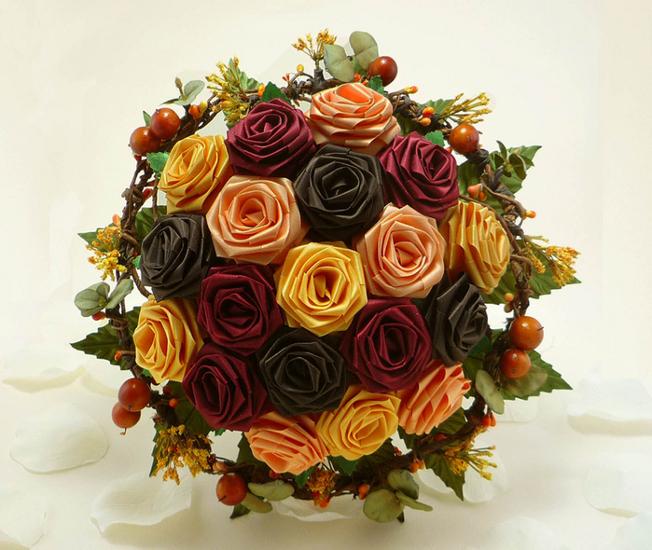 Простые букеты живых цветов