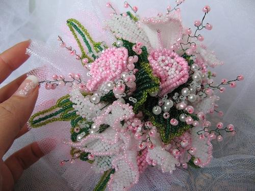 Необычные цветы из бисера