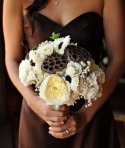 бело-коричневый свадебный букет