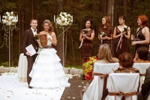 свадебные наряды в бело-коричневых тонах