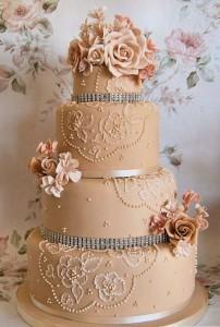 свадебный торт песочного цвета