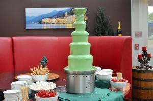 зелёный шоколадный фонтан