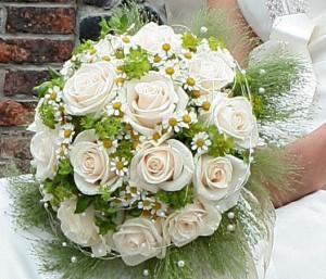 свадебный букет с ромашками