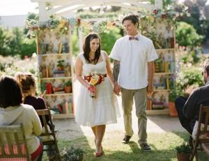 жених и невеста на книжной свадьбе