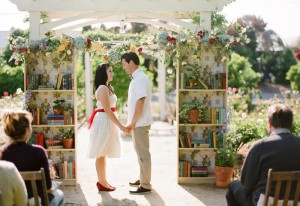 свадебная арка из книг
