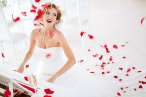 невеста с красной помадой