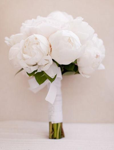 Белые пионы свадебный букет