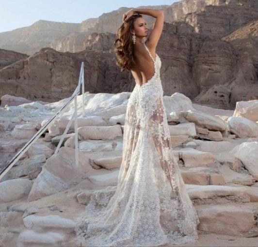 Свадебное платье с длинной прозрачной юбкой