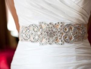 стразы на свадебном платье