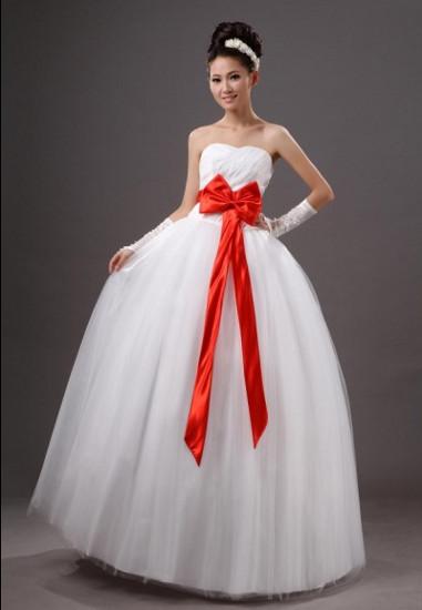Красивое свадебное платье с бантом